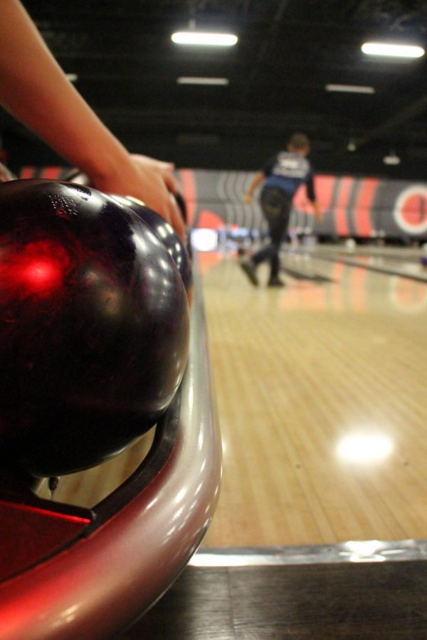 Bowling+balls+lined+up+at+the+bowling+alley