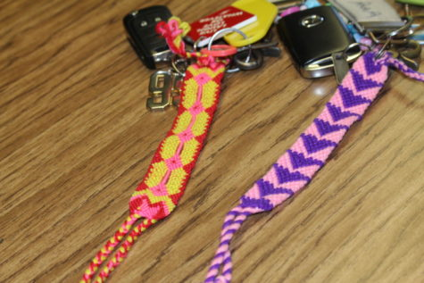 Students attached pulsera to keys as an accessory.